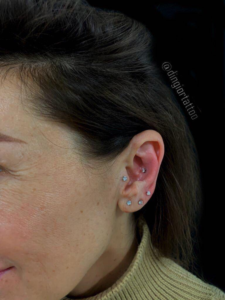 piercing tragus helix lobe